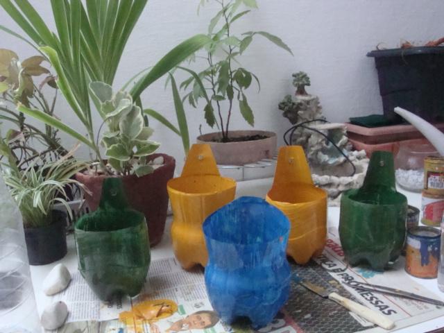 com cores diferentes para fazer um jardim vertical bem colorido