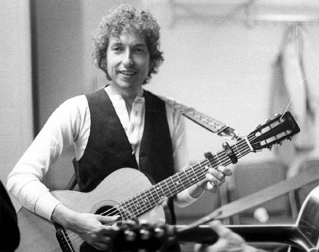 http://1.bp.blogspot.com/-hYjnaP8l3k8/UJBGerWNjRI/AAAAAAAA0Bo/0jrCrCPnfCg/s1600/bob+Gruen+Bob+Dylan,+NYC,+1974.jpg