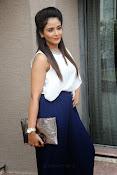 Parul Yadav Glamorous Photos-thumbnail-7