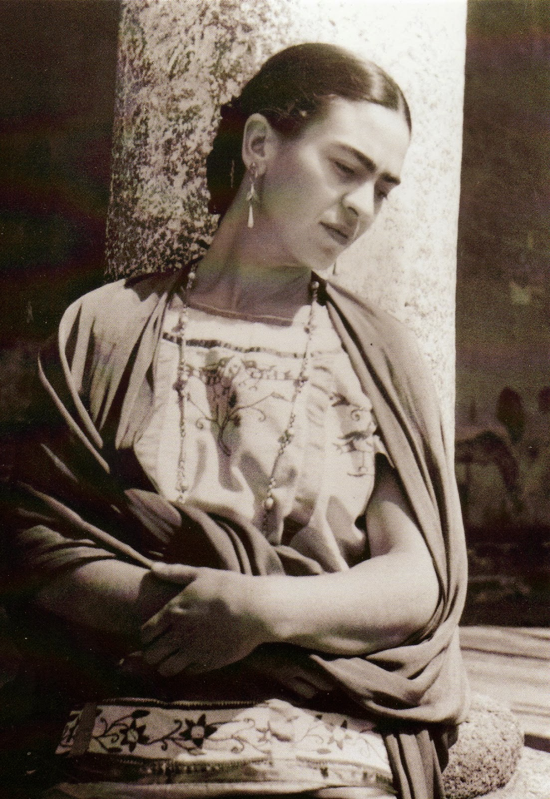 topless picture of frida kahlo