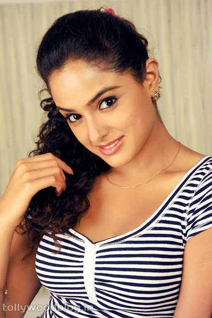 Asmita Sood latest bikini stills