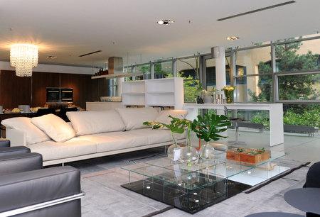 m nchen news er ffnung design vil lage der m belmarken cappellini cassina und poltrona frau. Black Bedroom Furniture Sets. Home Design Ideas