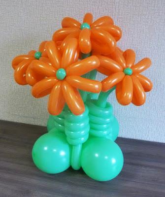 Ваза с цветами из воздушных шаров. Инструкция по изготовлению