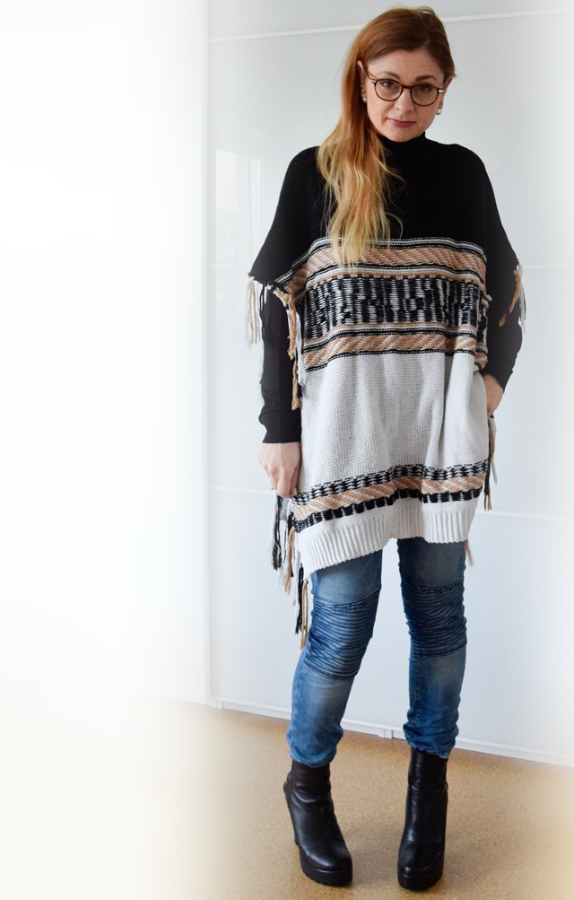 wie kombiniere ich einen poncho outfit die edelfabrik der 40 blog f r mode beauty reise. Black Bedroom Furniture Sets. Home Design Ideas