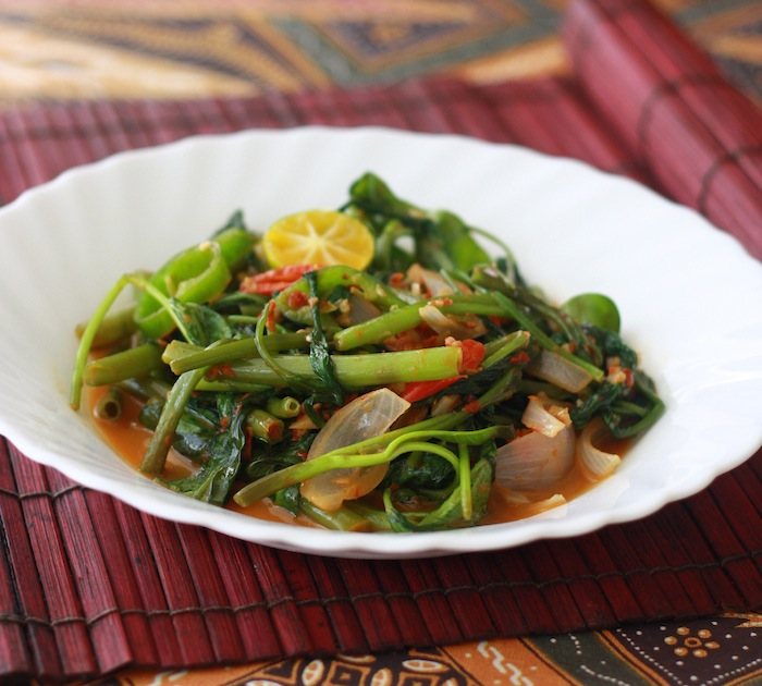 Stir-fried Sambal Kangkong 马来风光  recipe by SeasonWithSpice.com