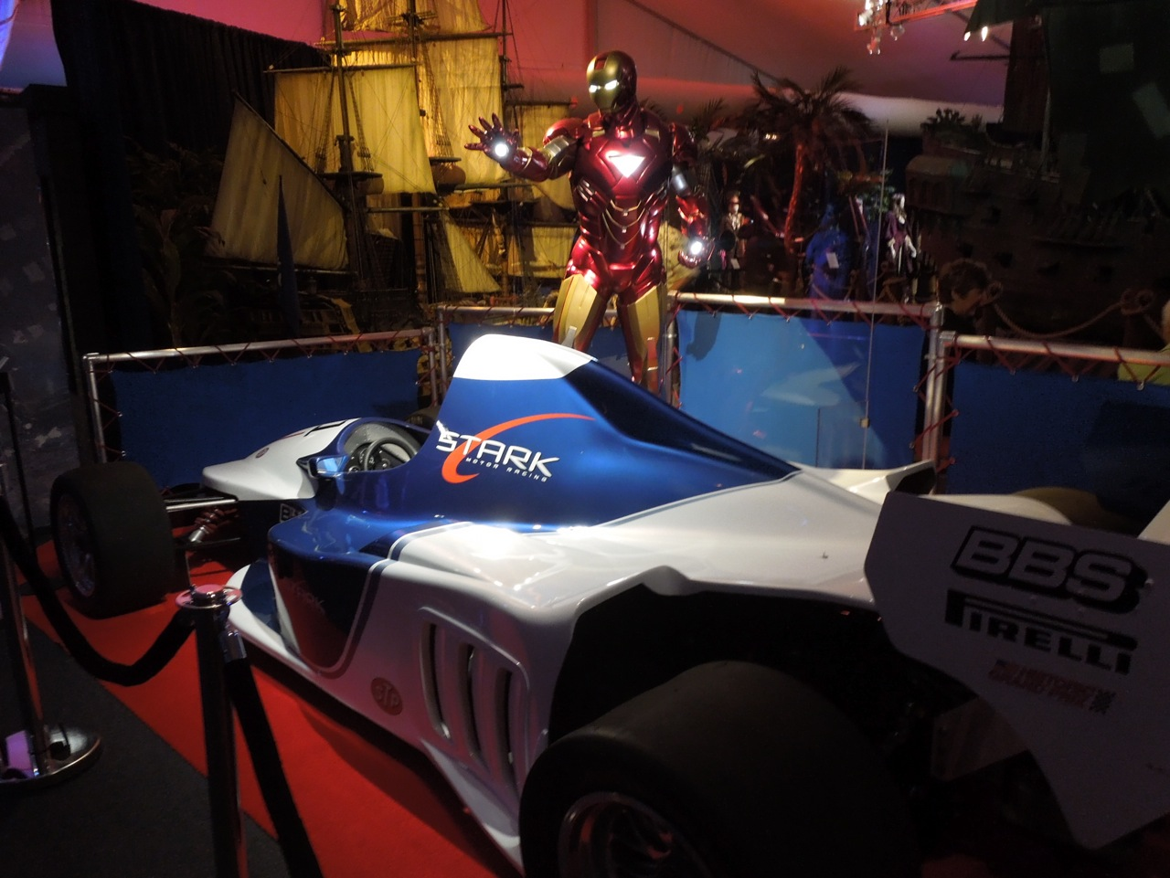 http://1.bp.blogspot.com/-hZMBLjQgTVo/UDKmt9T1EFI/AAAAAAAAxHQ/PO6o_gaTWqc/s1600/Iron+Man2+F1+car.jpg