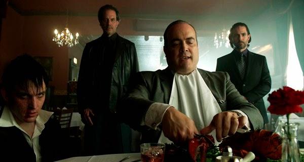Maroni y Oswald en Gotham 1x05