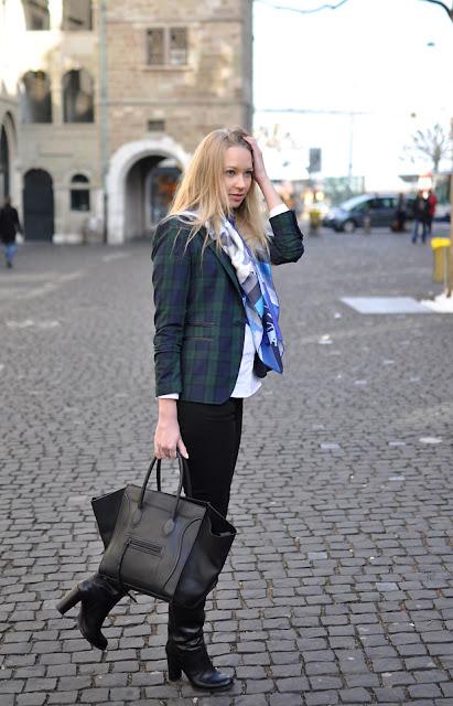 tenue working girl bureau veste tartan zara foulard hermes slim levis sac celine