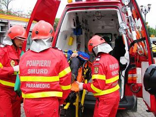 [Imagine: paramedici%2Bsmurd.jpg]