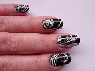 ukrasavanje noktiju - crno-beli water marble nokti 001