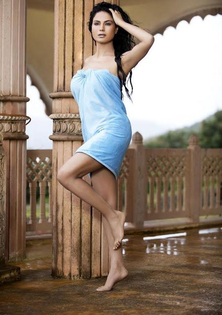 Veena Malik in bikini