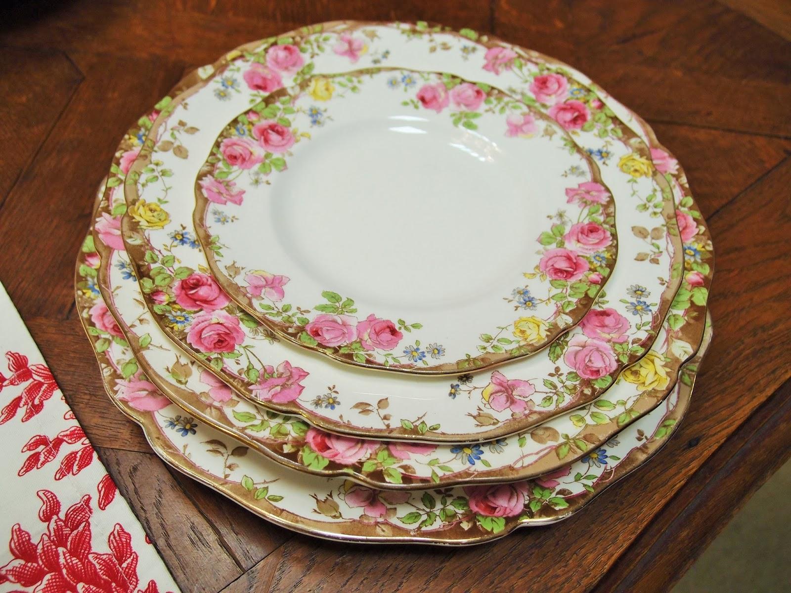 Servizio da pranzo royal doulton con romantiche rose - Piatti di frutta decorati ...