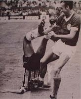 GRENAL 1969  -(BATALHA EM QUE O GRÊMIO CORREU DE CAMPO - AMARELOU): SADI CARINHOSO COM OS GREMISTAS