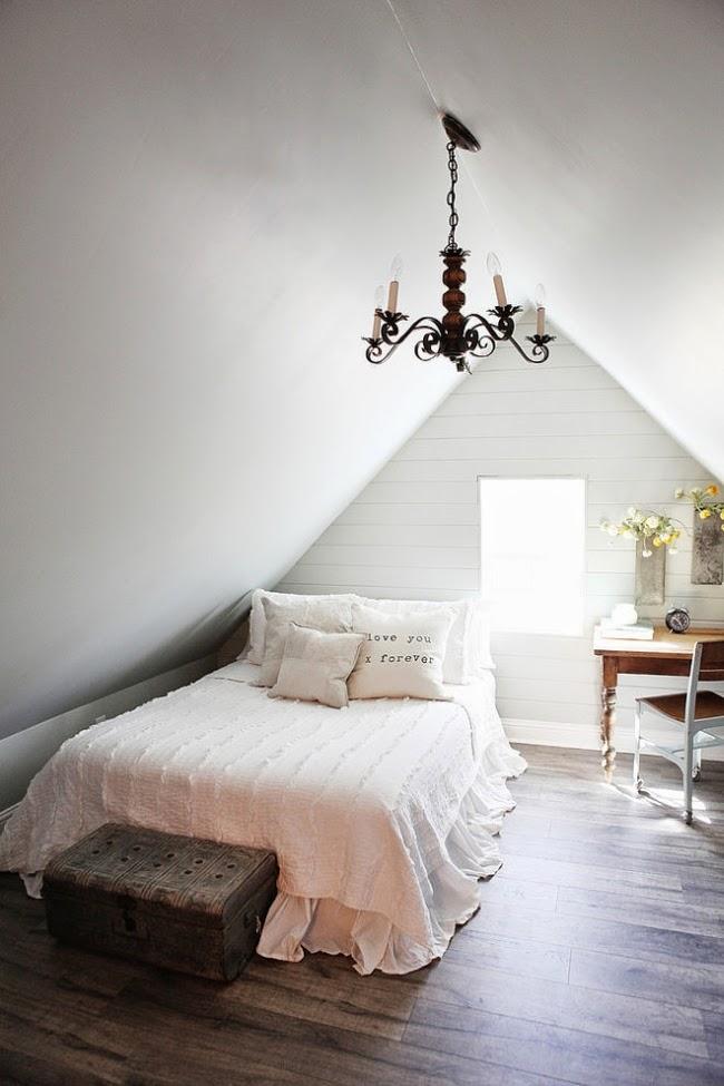 domek na wsi, domek wiejski, białe wnętrza, dom, wystrój wnętrz, sypialnia