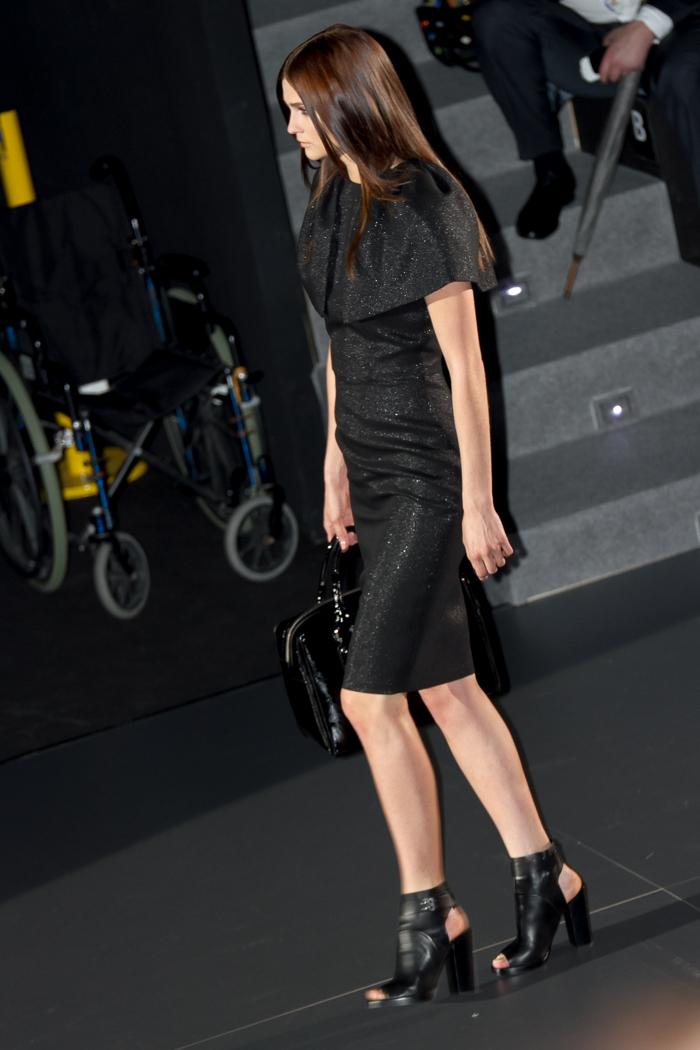 Vestido negro volumen hombros de Juana Martín desfile modelo blogger moda favoritos diseño