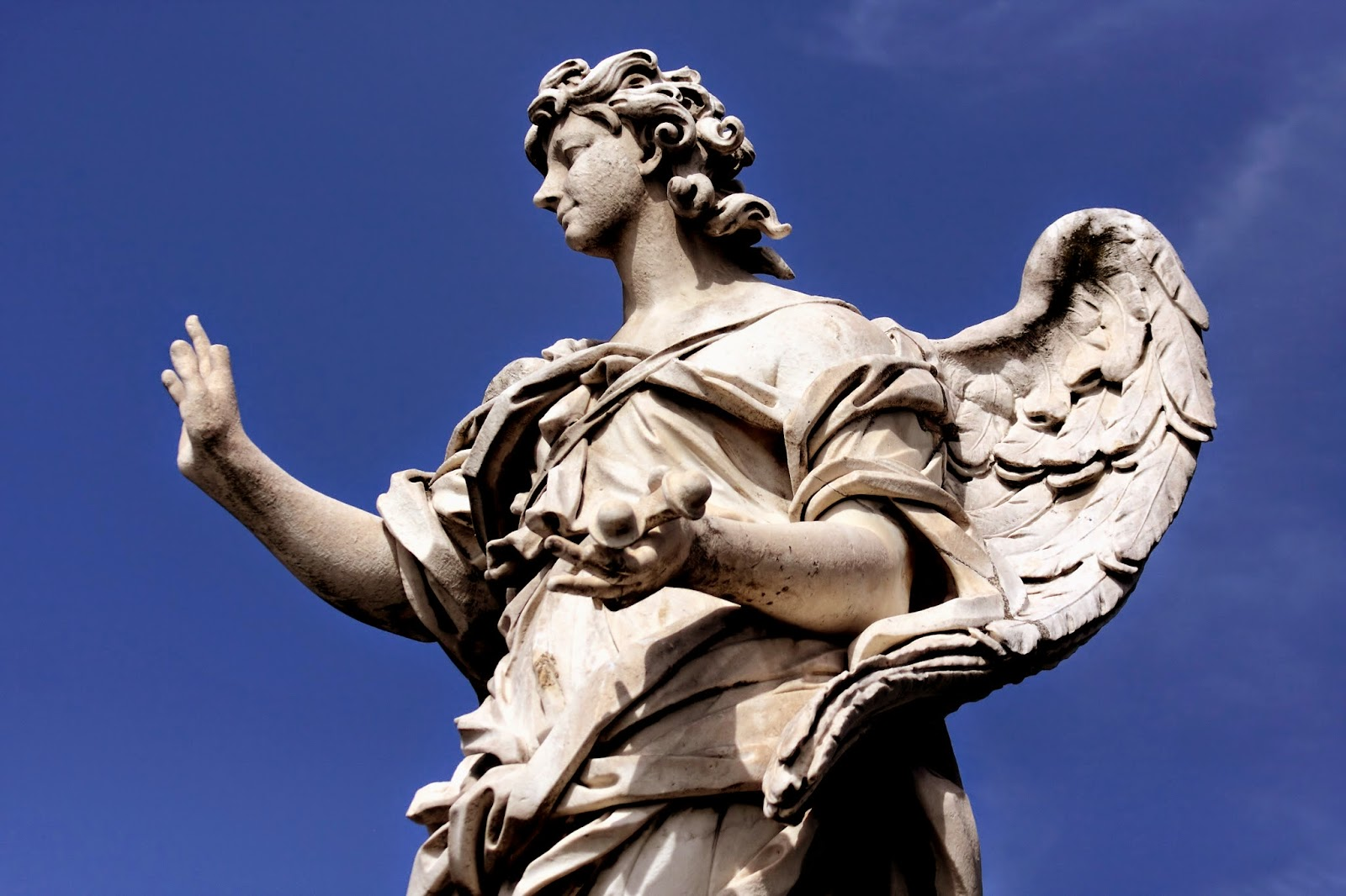 Statue of female angel investor