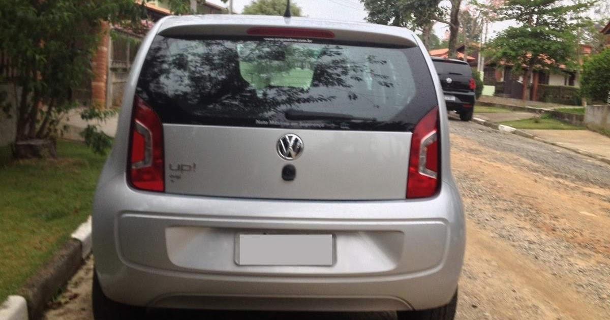 Volkswagen up! sofre colisão na traseira e fica intacto