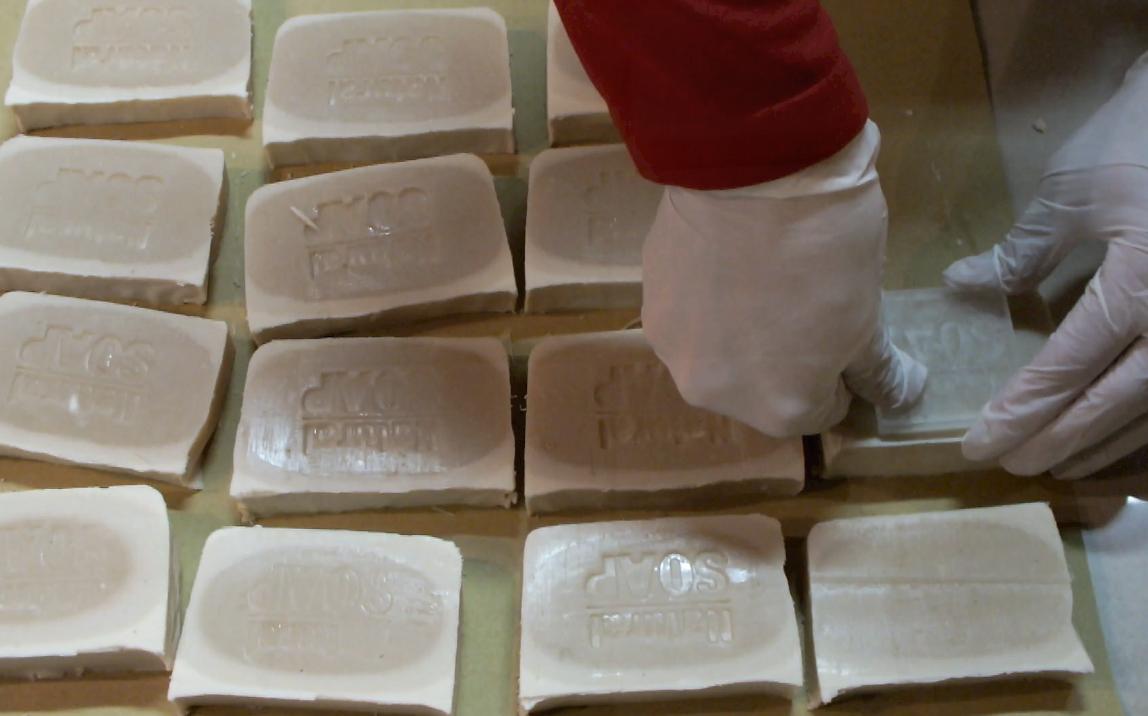Fatto in casa da benedetta sapone al latte fatto in casa con metodo tutto a freddo soap for - Sapone liquido fatto in casa ...