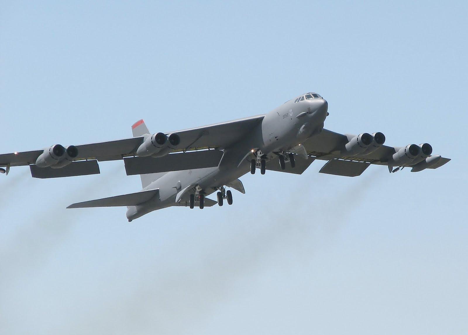 B 52 Sky Fighter: Boeing B-...