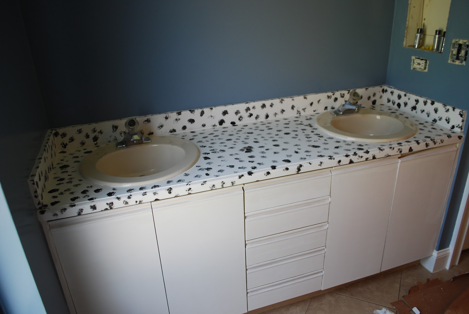 How to paint bathroom countertops -  Base In A Random Pattern Making Sure To Not Overlap The Two Colors Too Much Just Occasionally Try To Convince Yourself That The Countertop Really Is
