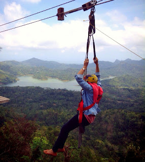 Mengjui adrenalin dengan flying fox