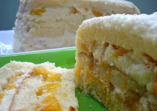 bolo gelado de pêssegos em calda
