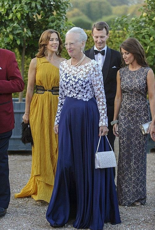 We are seriously impressed and can not stop to see this pictures all the time. Cause in this gorgeous garment, Princess Marry was decked out her fashion vocabulary in the beautiful gown during an event at Fredensborg Palace on Monday, September 15, 2014.