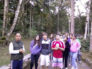 O guia Henrique Silva dá explicações sobre o parque