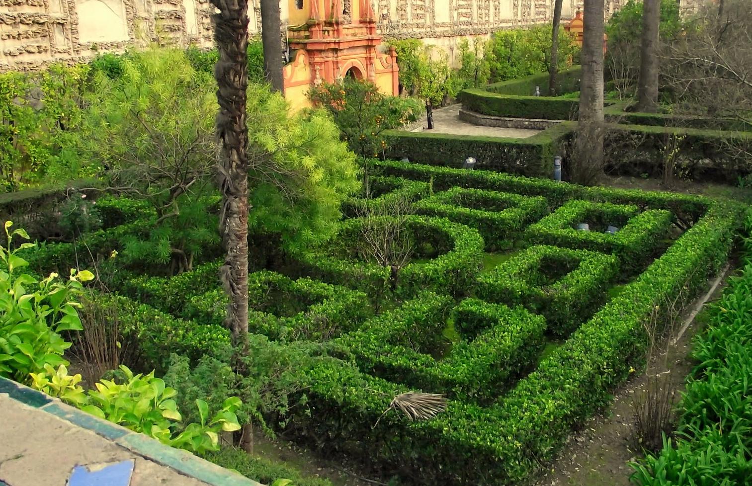 Historiarte sevilla palacio g tico y jardines for Jardin laberinto