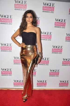 Deepika Padukone in Dolce and Gabbana india vogue beauty awards 2012 www.footnotesandfinds.com