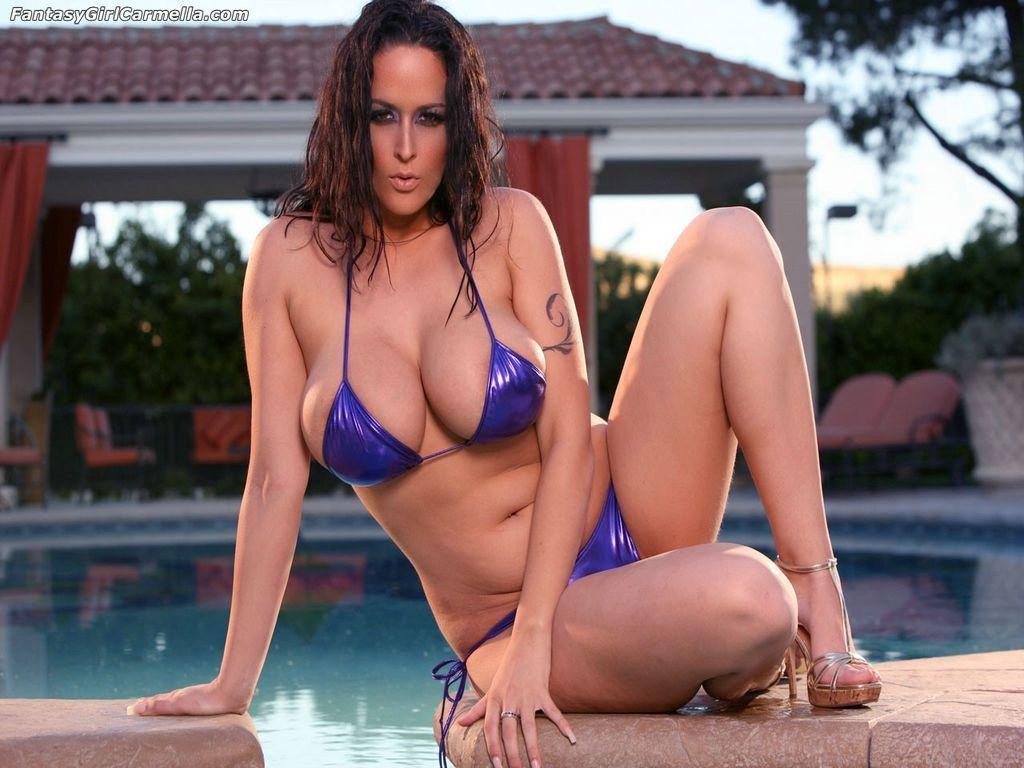 Carmella Bing Con Una Gran Personalidad