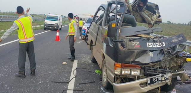 Kecelakaan Truk vs Minibus Travel di Tol Cipali, Renggut 11 Nyawa