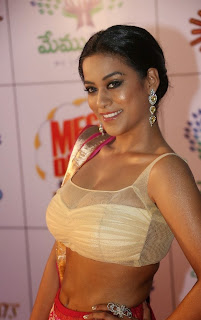 Actress Mumaith Khan  Picture Gallery in Half Saree at Memu Saitam Dinner with Stars Red Carpet  9.jpg