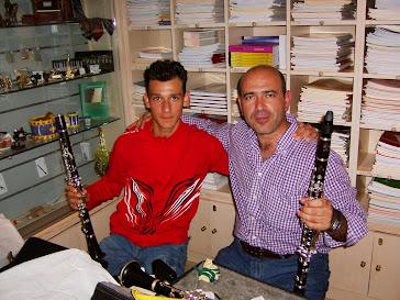 """Probando Clarinetes con un alumno en la Casa de Música """"Abrines"""" de Jeréz de la Frontera."""