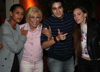 http://tudo-sobre-sertanejo.blogspot.com.br/2012/01/luan-santana-janta-com-famosas-em-sao.html