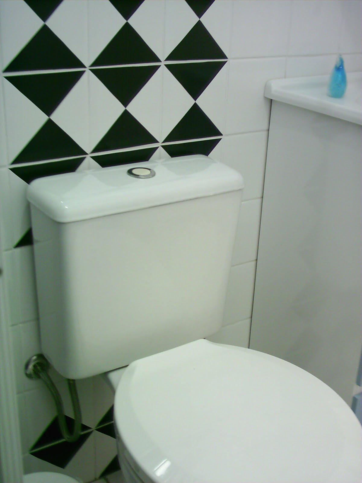 Blog de Decorar Banheiro Decorado com Adesivo, Papel Contact e Pastilhas Ade -> Banheiro Decorado Com Vaso Sanitario Preto