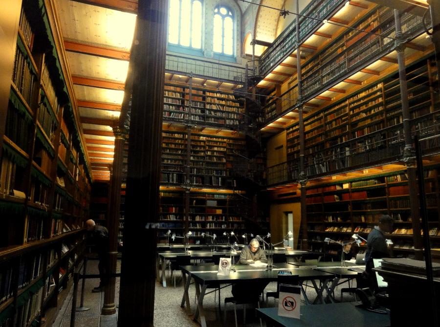 The library de bibliotheek of the rijksmuseum in for Bibliotheek amsterdam