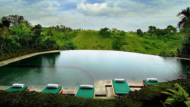 Archilaura home design un paradiso terrestre a bali a for Hanging garden pool ubud