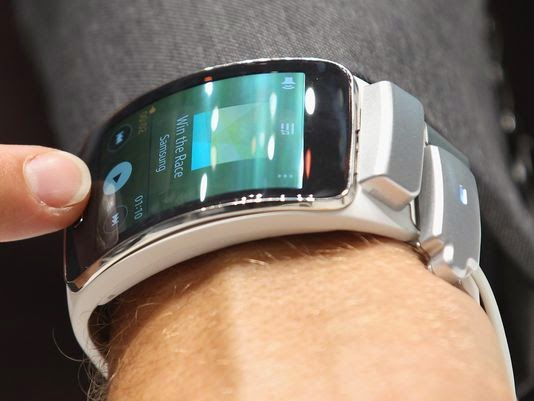 Samsung bringing curved Gear S to U.S. on Nov. 7; pricing like a phone