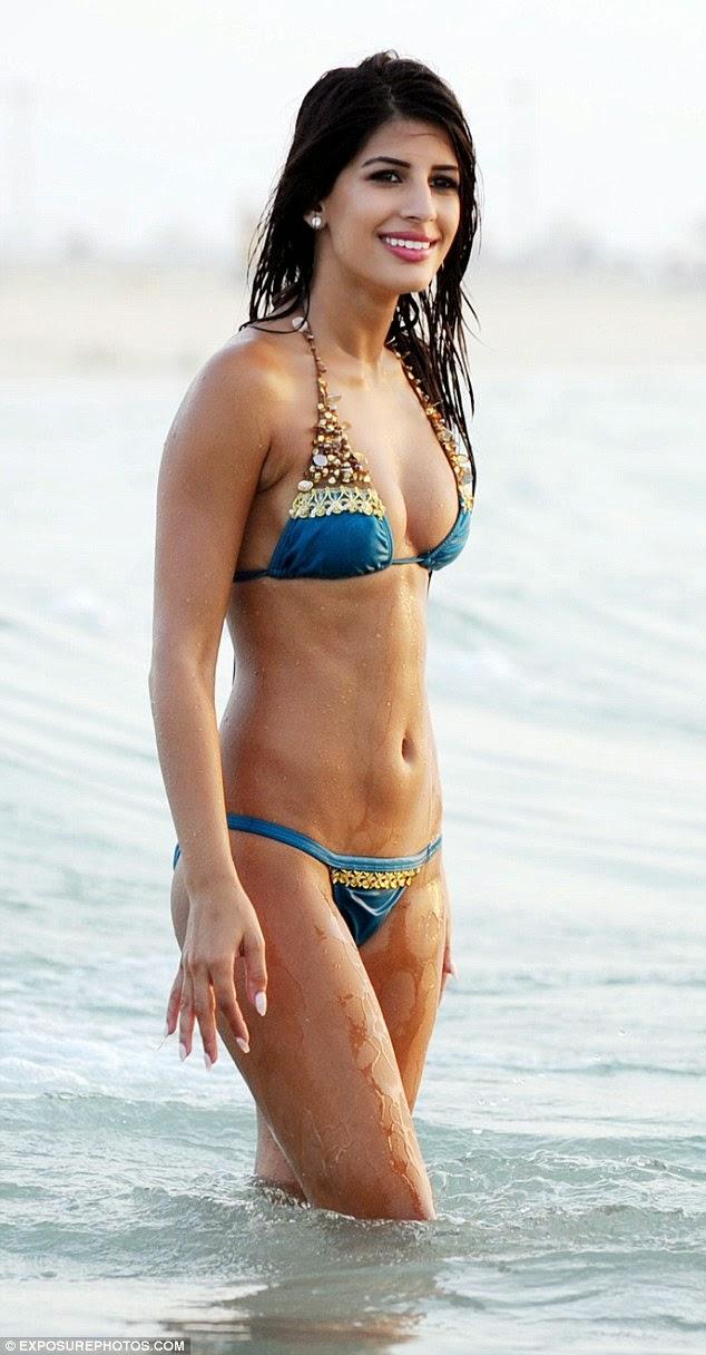 ياسمين واليا و جسمها الممشوق على شواطىء دبي