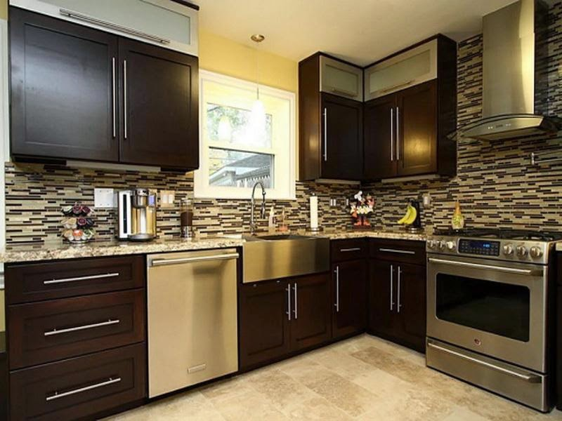 Dwell of decor amazing kitchen design with brown wood for Black and brown kitchen cabinets