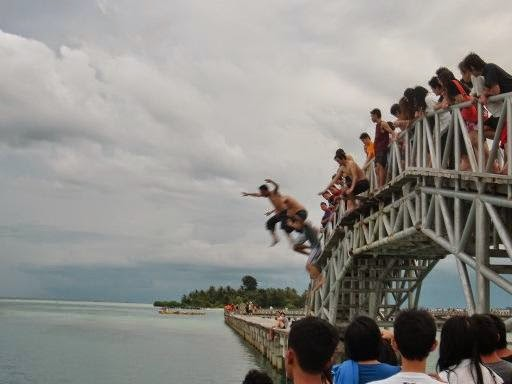 http://dangstars.blogspot.com/2014/07/tips-liburan-3-m-murah-meriah-muntah-yang-ramah-dompet.html