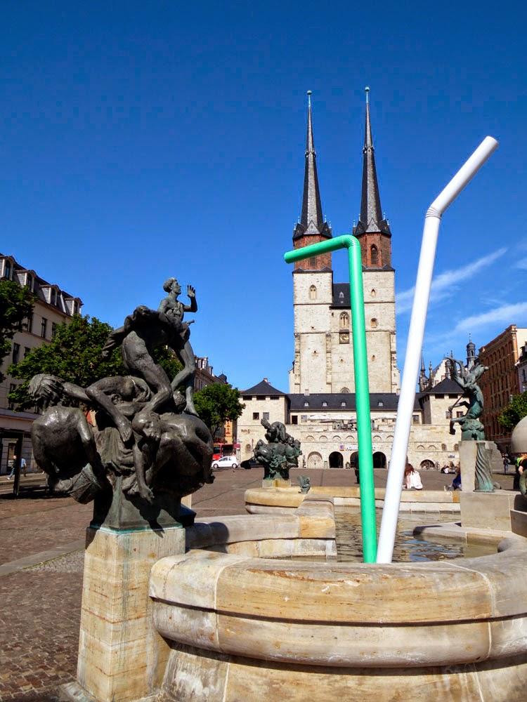 Fountain with drinking straws on the Hallmarkt, Halle
