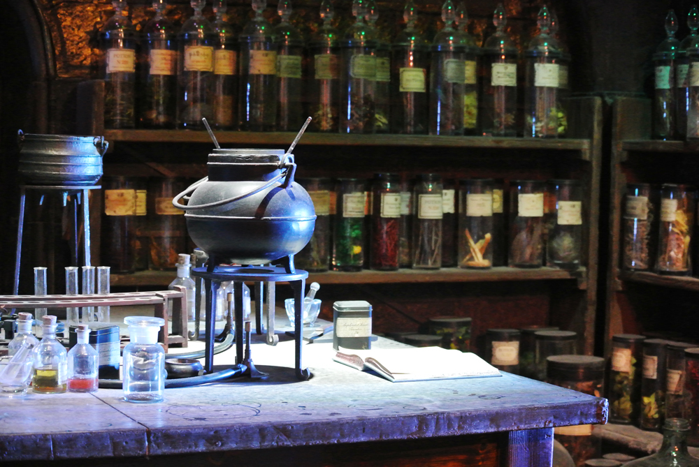 Warner Bros Studio Tour The Making of Harry Potter - Potions Class