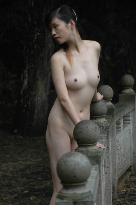 XBABES: Naked Chinese Model in a nice exotic location