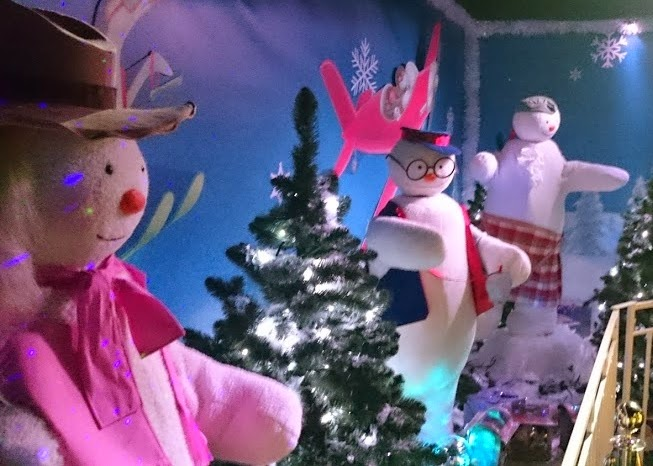 The Snowman And THe Snowdog Animatronic animated Snowmen