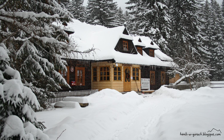 Schronisko w Roztoce zimą