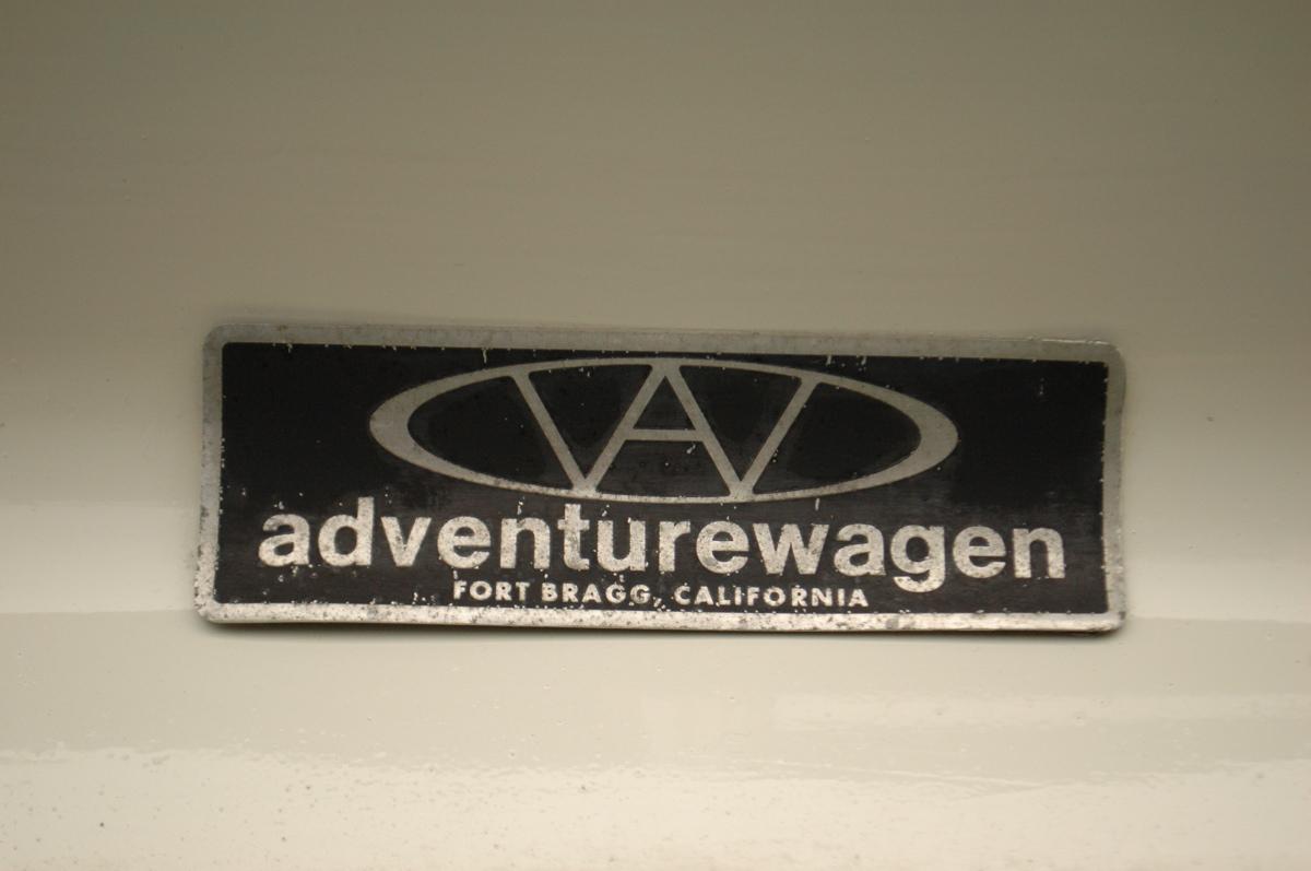 Volkswagen-Adventurewagen-Camper-Logo.jpg