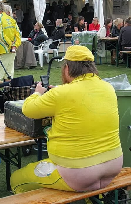 fat-naked-man-on-computer