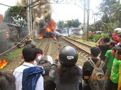 Video Foto Detik Detik Kereta Api Tabrak Truk Tangki